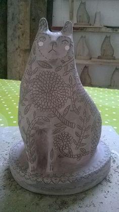 Big Love of this! Ceramic Animals, Clay Animals, Ceramic Clay, Ceramic Pottery, Clay Cats, Sculptures Céramiques, Ceramic Techniques, Pottery Classes, Ceramic Figures