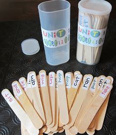 What a genius way to get all 400 required sight words by 1st grade in one easy fun game! Seusstastic Classroom Inspirations: Scott Foresman Reading Street Stick Game