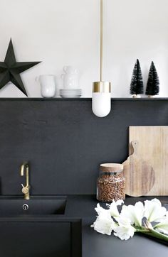 pinned by barefootstyling.com Christmas in the kitchen
