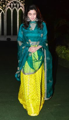 Alia bhatt in lengha at friends reception Indian Fashion Dresses, Dress Indian Style, Pakistani Dresses, Indian Wedding Outfits, Indian Outfits, Bridal Outfits, Indian Attire, Indian Wear, Mumbai