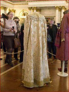 ♥♥♥ Последний бал Российской Империи 1903 года Xenia.......The rear view of the dress worn by the Tsar's sister Xenia........