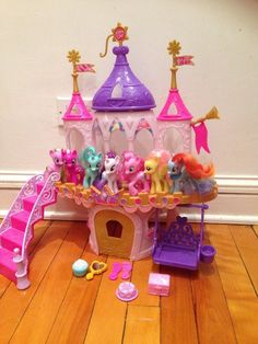 2017 Hasbro My Little Pony Princess Wedding Castle Playset 19 Figures 3