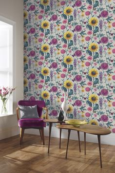 Trends 35 Ways to Bring the Perfect Floral Wallpaper Design to Your living Room Floral decor never seems to go out of fashion. If you go through your old family photos you will find an array of brown and orange flower images on curtains, he. Wallpaper Display, Feature Wallpaper, Grey Wallpaper, Room Wallpaper, Wallpaper Roll, Beautiful Wallpaper, Multicoloured Wallpaper, Colorful Wallpaper, Sunflower Wallpaper