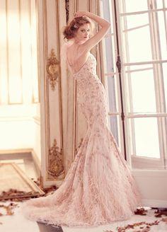Váy cưới Lazaro gợi cảm tôn dáng cô dâu