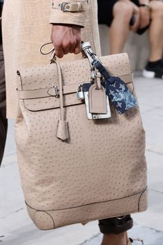 See detail photos for Louis Vuitton Spring 2017 Menswear collection. Handbags For Men, Hermes Handbags, Louis Vuitton Handbags, Purses And Handbags, Leather Handbags, Louis Vuitton Designer, Designer Bags, Designer Handbags, Designer Backpacks