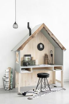 DIY bureau voor een kinderkamer in jungle stijl - Tanja van Hoogdalem Deco Kids, Kids Room Design, Kids Bedroom Designs, Diy Desk, Kids Furniture, Room Inspiration, Sweet Home, Bedroom Decor, Lego Bedroom