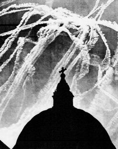 Dogfights over St Paul's histori, contrail scienc, contrail photo, battl, st paul, wwii contrail, war ii, paul cathedr, britain