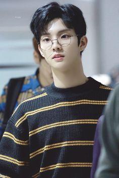 Harry potter who Woozi, Baekhyun, Changmin The Boyz, Chang Min, Jung Hyun, Fandom, Asian Boys, Kpop Boy, Dimples