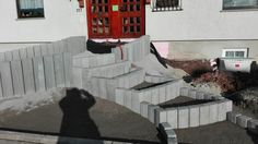 Bild 8 Die Treppenstufen sind fertig gesetzt und für's pflastern vorbereitet.