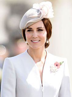 From early Noughties braids to perfect Princess curls, we chart Kate Middleton& best hair and beauty looks ever. Looks Kate Middleton, Kate Middleton Hair, Duchess Kate, Duchess Of Cambridge, British Hats, British Royals, Princesa Kate Middleton, Catherine The Great, Glamour Uk