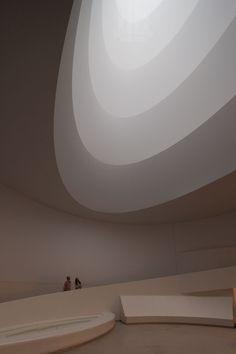 james turrell, aten reign 2013 installation - guggenheim museum new york - via designboom