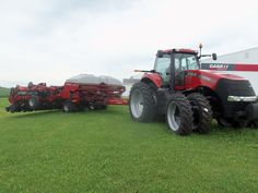 CaseIH Magnum 290 & 23 row 1245 corn planter