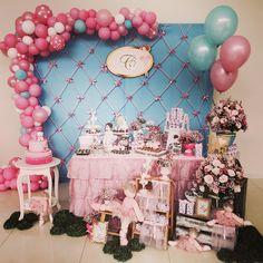 """66 curtidas, 6 comentários - Melissa Azevedo (@joliedelaviebymelissaazevedo) no Instagram: """"Apaixonada!!! Festa linda da pequena Catarina!!! Hello Kitty Bailarina #festabailarina #helllokitty…"""""""