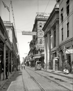 photograph of Royal street, in New Orleans' French Quarter, in 1906