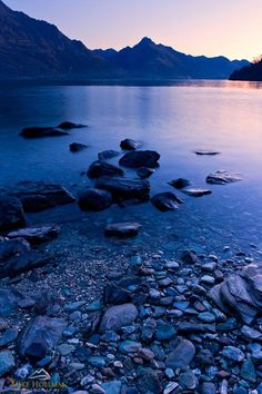 Plan a trip to Queenstown Town Centre and get travel tips about Lake Wakatipu. Queenstown New Zealand, Lake Wakatipu, New Zealand Houses, Top Travel Destinations, Great Places, Amazing Places, The Beautiful Country, South Island, Holiday Time