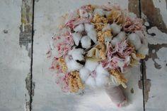 Ramo de novia de invierno con flores de algodón y flores de tela · Mayula Flores #ramodenovia #weddingbouquet #bridalbouquet #tendenciasdebodas