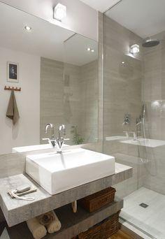 Modern Bathroom Vanity Lighting Ideas For Inspiration - JustHomeIdeas Bathroom Toilets, Laundry In Bathroom, Bathroom Renos, Bathroom Design Luxury, Modern Bathroom, Small Bathroom, Scandi Home, Chula, Bathroom Vanity Lighting