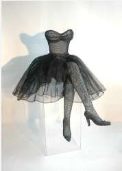 Chicken Wire Dresses - Sophie DeFrancesca Chooses an Unlikely Medium for her Attire (GALLERY)