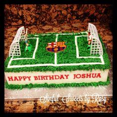 Soccer field cake Soccer Cakes, Soccer Ball Cake, Football Cakes, Sport Cakes, Soccer Party, Football Cake Design, Drakes Bday, Barcelona Party, Cake Craft