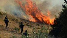 Εκτός κάθε ελέγχου η πυρκαγιά στην Κύπρο-Εκκενώνονται χωριά, βοήθεια και από την Ελλάδα