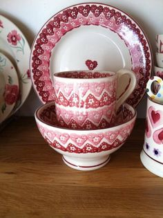 Emma Bridgewater Doily Hearts 0.5 Pint Mug, French Bowl and 8.5 inch Plate made for Valentine's Day 2007/2008