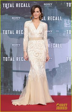 Kate Beckinsale: 'Total Recall' Berlin Premiere! Kate is wearing a Naeem Khan dress, Christian Louboutin shoes, and Neil Lane jewels.