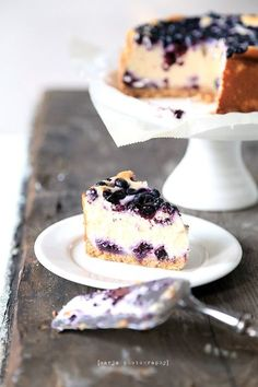 Recipe for Amazingly Moist Blueberry Cake. A deliciously moist cake that takes full advantage of blueberry season! Easy Delicious Recipes, Sweet Recipes, Yummy Food, Vegan Baking, Gluten Free Baking, Cheesecakes, Baking Recipes, Cake Recipes, Blueberry Cake