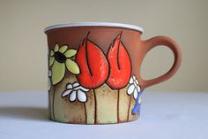 This special coffee mug is covered with lovely daisies, sunflowers and poppies. Delicate piece of pottery with this unique motif will surely Ceramic Cups, Ceramic Pottery, Cappuccino Mugs, Coffee Mugs, Stars Disney, How To Make Clay, Pottery Techniques, Painted Boxes, Cute Mugs