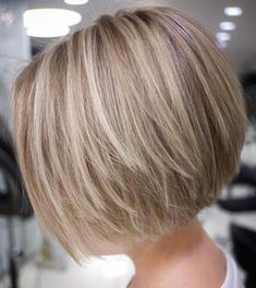 70 Cute and Easy-To-Style Short Layered Hairstyles Straight Textured Creamy Blonde Bob Short Layered Bob Haircuts, Stacked Bob Hairstyles, Bob Hairstyles For Fine Hair, Medium Bob Hairstyles, Hairstyles Haircuts, Textured Hairstyles, Wedding Hairstyles, Short Layered Bobs, Pixie Haircuts