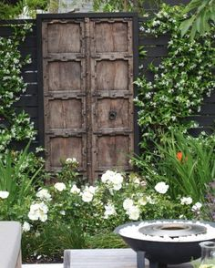 Fascinating Small Backyard Gardening Ideas With Indian Style 02 Backyard garden indian Small Garden Landscape, Small Backyard Gardens, Back Gardens, Small Gardens, Balcony Garden, House Landscape, Garden Doors, Garden Gates, Auckland