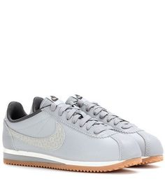 official photos ac9be 66474 Nike Classic Cortez Nylon Damesschoenen 749864-401 Blauw Wit  naked Prince  Harry in 2018  Pinterest  Nike, Nike women and Nike classic cortez