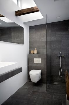 Modern Small Bathroom Design The Basic Components of Modern Bathroom Designs Modern Small Bathroom Design. Incorporating a modern bathroom design will give you a more … Modern Small Bathrooms, Small Bathroom Tiles, Bathroom Toilets, Bathroom Design Small, Beautiful Bathrooms, Bathroom Flooring, Bathroom Modern, Bathroom Designs, Bathroom Grey