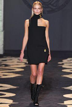 Versace Fall 2011 Ready-to-Wear Fashion Show - Natasha Poly