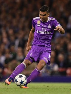 Real Madrid's Brazilian midfielder Casemiro shoots to score their second goal during the UEFA Champions League final football match between Juventus and Real Madrid at The Principality Stadium in Cardiff, south Wales, on June 3, 2017. / AFP PHOTO / JAVIER SORIANO