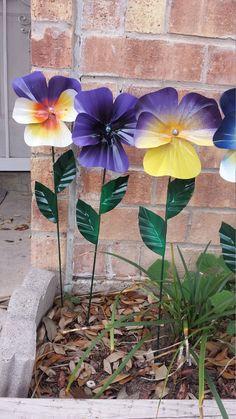 Metal Pansy Flower Garden Stake, Pansy Flower Garden Art, Metal Garden Decor, Yard Decoration - List of the most beautiful garden Soda Can Flowers, Tin Flowers, Garden Crafts, Garden Art, Garden Design, Garden Planters, Fleur Pansy, Pop Can Art, Objet Deco Design