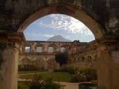 Ruinas del Convento de Santa Clara en La Antigua Guatemala - fotografia pir David Perez Ricoy | suchitoto.tours@gmail.com