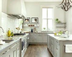 Helle Farbige Küchenschränke #weiße #fliesen #arbeitsplatte #streichen  #farben #farbiggestalten #