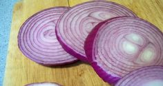 A Russian doctor from St. Petersburg, Igor Knjazkin, discovered the perfect remedy for thyroid gland. The only ingredient in his amazing technique is the red onion. Onions are known for the fact that kills germs and bacteria, cleans the skin and it contains phosphoric acid, which is very useful. Before going to bed, you need …