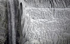 Le cascate del Niagara ghiacciate (Aaron Harris/Reuters)