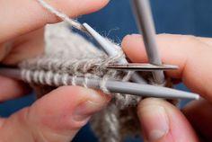 Neuleohje: Hiirenhammasreunus Boot Cuffs, Knitting Socks, Crochet, Knit Socks, Ganchillo, Crocheting, Knits, Chrochet, Quilts