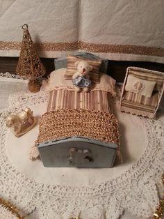 Single bed  Christmas fabric  dollhouse  by LaboratoriodiManu