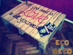 mesa ratona reciclada de pallet con patas y diseño artistico, elegante y original!!