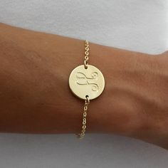 Personalized gold disc with monogram engraving, this can be with 1, 2 or 3 initials.    This monogram bracelet can be a great gift for a