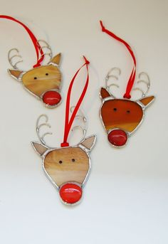 Justine Hadfield Stained Glass Christmas Reindeer – Arts and Crafts Stained Glass Ornaments, Stained Glass Christmas, Stained Glass Suncatchers, Stained Glass Lamps, Stained Glass Panels, Stained Glass Projects, Glass Christmas Ornaments, Mosaic Glass, Stained Glass Window Hangings
