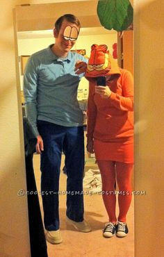 Cool Homemade Couple Costume Idea: Garfield and Jon Arbuckle – Daily Fashion Halloween Costume Contest, Cool Halloween Costumes, Halloween Dress, Costume Ideas, Fun Costumes, Halloween Pics, Halloween 2016, Book Character Day, Character Dress Up