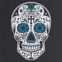 """Tradicionalmente, los tatuajes (tattoo) de calaveras mexicanas han simbolizado la muerte con una """"M"""" mayúscula, ¡pero no de una manera siniestra o negativa! Si hay un hecho innegable en este planeta, es que ningún ser humano escapa de la Parca, por rico o famoso que sea.! Mexican Skull Tattoos, Sugar Skull Tattoos, Mexican Skulls, Day Of The Dead Skull Tattoo, Skull Girl Tattoo, Day Of The Dead Tattoo Designs, Tattoo Art, Caveira Mexicana Tattoo, Tattoo Caveira"""
