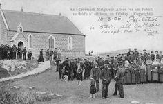An t-Urramach Maighistir Ailean 'us am Pobull, an deidh n'aifrionn, an Eriskay Michael Roman, St Michael, Outer Hebrides, Roman Catholic, Liverpool, Saints, Wales, Scotland, German