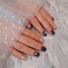 to make getting sparkle nails easier we share the best sparkle nails tutorial you can find so you can make some nice and stunning sparkle nails that will add a nice touch on your fingers and make them stand out from the crowd, not only that but sparkle nails tutorial will also help you make many sparkle nails styles such as sparkle nails coffin and many sparkle nails colors such as sparkle nails silver, check them here as we sure you'll love both sparkle nails silver and sparkle nails coffin White Sparkle Nails, Gold Nails, Pink Nails, Glitter Nails, Coffin Nails, Acrylic Nails, Sparkle Nail Designs, Nail Polish Trends, Nail Tutorials