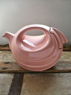 vintage hall teapot -- love the shape -- wonder what other colors it came in
