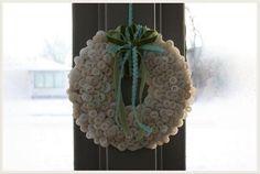 DIY Button : DIY: Winter Button Wreath